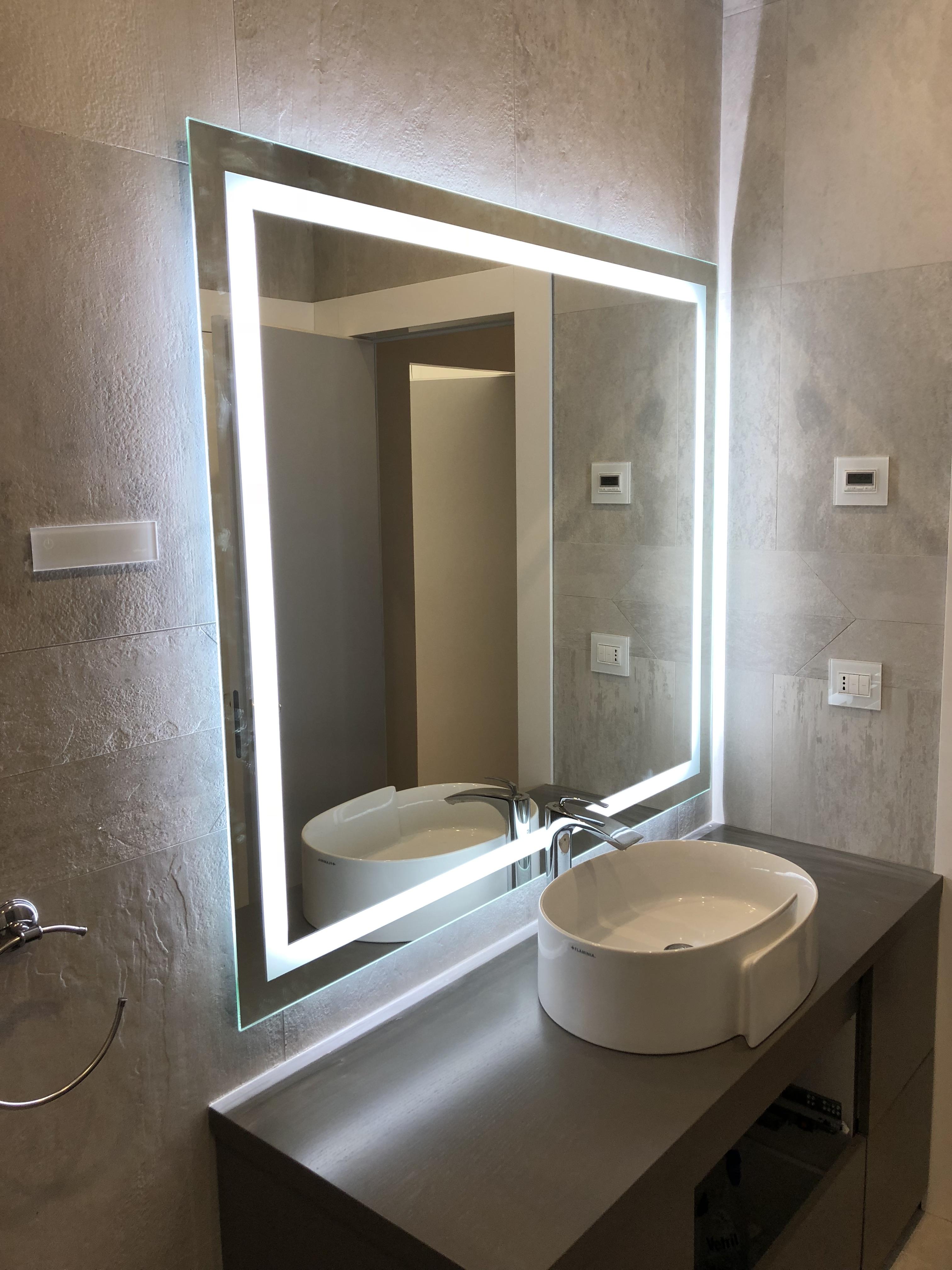 Bagno in vetro stunning with bagno in vetro top di rubinetto lavabo bagno vetro cascata - Specchi bagno roma ...